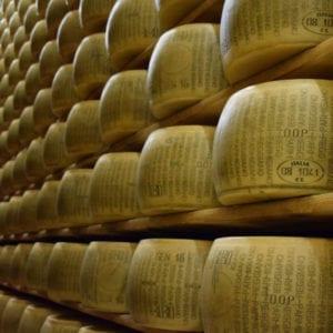 Ispezione, controllo e classificazione di forme di formaggio