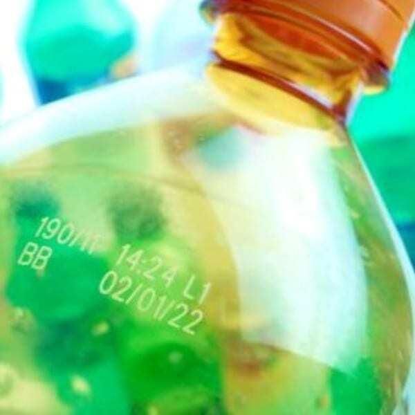Marcatura laser su bottiglie di plastica